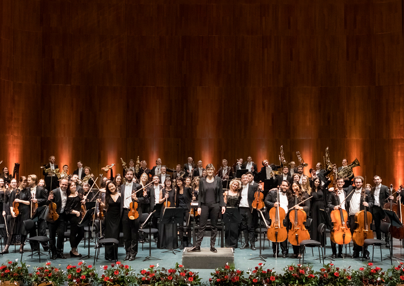 The Philharmonie Salzburg plays Beethoven's 9th symphony in the Großer Festspielhaus.